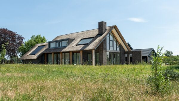 Nieuwbouw riet gedekte Villa